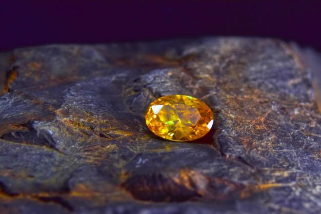 ราศีมังกร Yellow sapphire